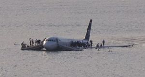 390px-Plane_crash_into_Hudson_River_(crop)